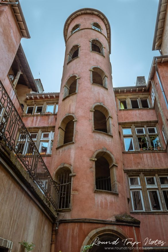 Traboule - Red Tower